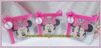 Souvenir jam kayu Minnie mouse
