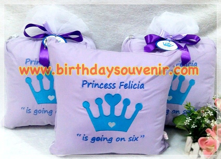 Souvenir Bantal Bordir Tema Princess Crown