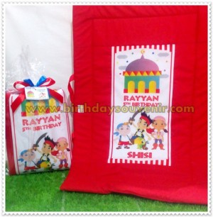 Souvenir Sajadah Anak Pirates Red